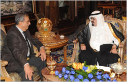 King discusses the issues of joint Arab action with Amr Moussa